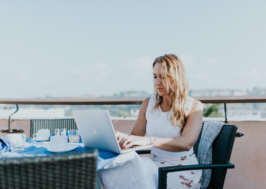 Fashion brand Hush features Amanda Lennon in article on 'digital nomads'